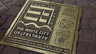 Tel Aviv, Bodenplatte in der Weißen Stadt