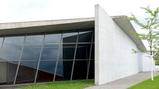 Feuerwache bei Vitra in Weil am Rhein. Die Wagenhalle wird heute als Konferenz- und Ausstellungshalle genutzt.