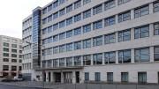 Das Shell-Hochhaus in Berlin zeigt die typischen Merkmale der Bauhaus-Architektur.