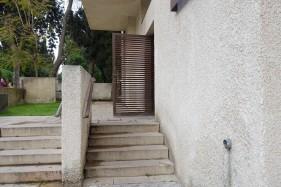 Bonem-Haus in Jerusalem. Der Eingang in den Innenhof ist jetzt der Zugang zur Schalterhalle der Bankfiliale.