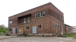 Der Milchhof in Arnstadt. Der östlich Kopfbau beherbergt die Werkleiterwohnung und die Sozialräume für die Belegschaft.