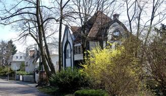 Darmstadt, das Haus Behrens steht als letztes in der Reihe am Alexandraweg.
