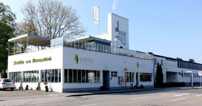 Siedlung Karlsruhe-Dammerstock. Die Siedlung mit Gemeinschaftseinrichtungen erzeugt das Gefühl eines kleinen Dorfes.