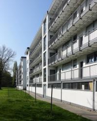 Siedlung Karlsruhe-Dammerstock. Auch eine Zeile Laubenganghäuser gibt es. Die stammen jedoch aus den fünfziger Jahren.