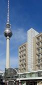 Das Berolinahaus beherbergt Büros und eine Filiale der Kaufhauskette C&A, die damit an ihren alten Platz in Berlin zurückgekehrt ist.