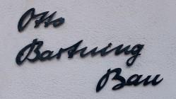 An den Architekten erinnert die Benennung des Gebäudes als Otto-Bartning-Bau mit einer entsprechende Inschrift am Haupteingang.
