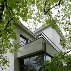 Balkone, eine Loggia und eine große Dachterasse machen das Haus interessant.