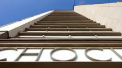 Die horizontalen Fensterbänder an den Treppenhäusern sind typisch für die Zeit.