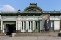 Wien, Stadtbahn. Der reichlich dekorierte Bau am Karlsplatz wird heute als Museum genutzt.