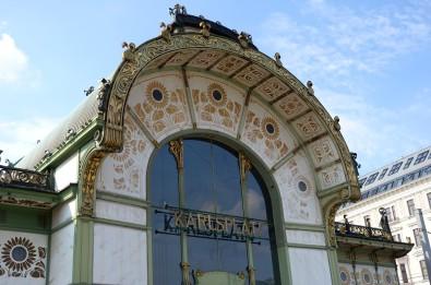 Wien, Stadtbahn. Einer der beiden Pavillions am Karlsplatz wird heute als Café genutzt.