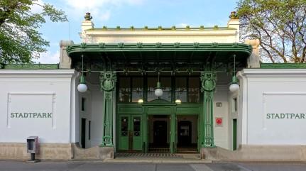 Wien, Stadtbahn. Die Stadtion Stadtpark wird heute noch von tausenden Reisenden frequentiert.