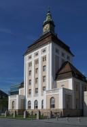Der als Wohn- und Verwaltungsbau konzipierte Bau strahlt für seine Zeit traditionelle Verbundenheit und den Schritt zur Moderne aus.