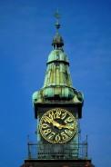 Pützertum in Darmstadt: Der aufgesetzte Uhrturm kombiniert eine barocke Turmhaube mit dem Jugendstil-Zifferblatt der Turmuhr.