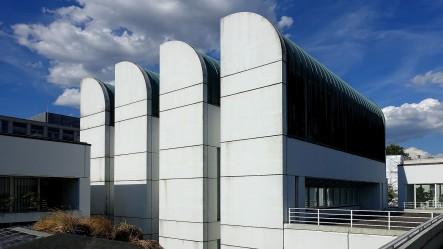 Die Hallen mit dem Dachfenstern im Industrie-Look prägen das Aussehen des Gebäudes. Ähnliche Strukturen findet man später beim Bau des Museums Ludwig in Köln.