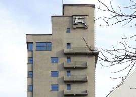 Der Tagblatt-Turm in Stuttgart zeigt die typische Formensprache der Architektur aus der Bauhaus-Zeit