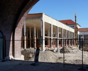 Selbst im entkernten Bauzustand offenbart sich die Schlichtheit der Architektur.