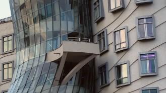 Ein kleiner Balkon an der schmalsten Stelle ist ein Highlight des Gebäudes.