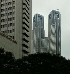 Vom gegenüber liegenden Hotel hat man einen guten Blick auf das Gebäude.